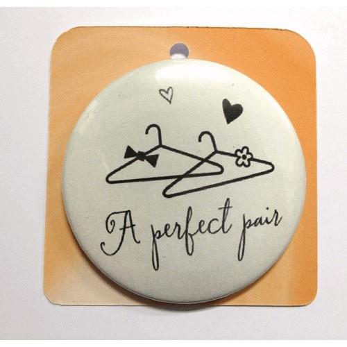 Button Anstecker Brosche - A perfect pair